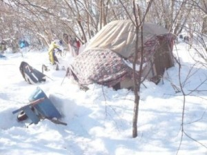 tents-have-had-their-roof-collapse-due-to-the-snowfall-in-the-winter