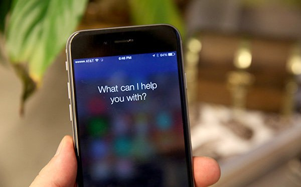 Clever hack uses headphones to control Siri and Google Now remotely